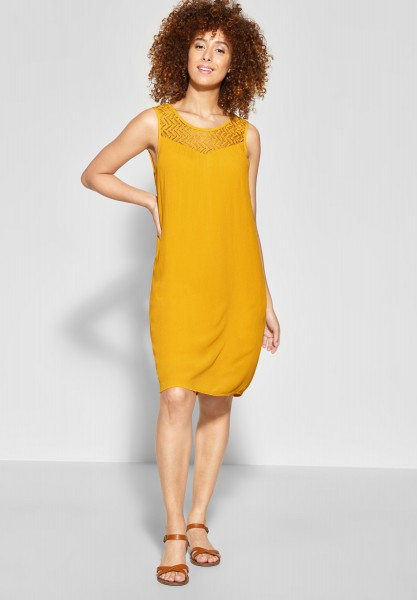 Street One - Kleid mit Spitzenausschnitt in Bright Clementine